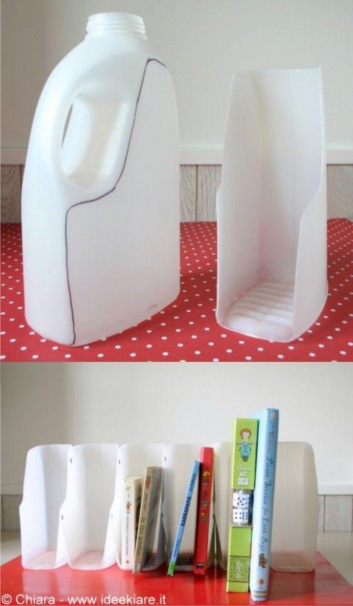 Portalibros reciclando botellas de plástico