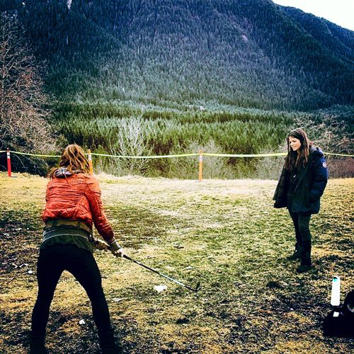 Lindsey Morgan and Marie Avgeropoulos || The 100 cast behind the scenes || Raven Reyes and Octavia Blake