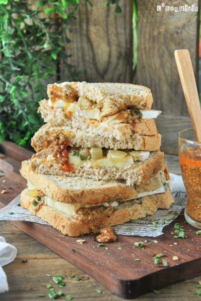 Sandwich de brie con pera caramelizada