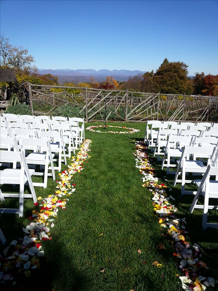 Amazing Rose Petals Lining The Aisle And A Circle Of Rose Petals For The Happy  Couple To Say Their Vows. Setting Is The Mountain View Garden At Mohonk  Mounain House ...