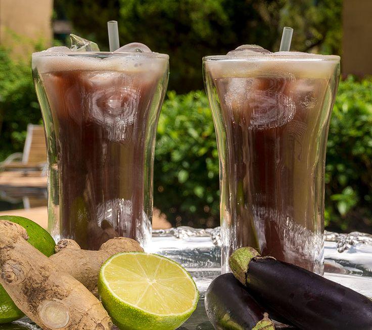 1 berinjela pequena 1 folha de couve 1 limão 1 colher de chá de gengibre 1 colher de chá de chia triturada 300ml de água – ou água de coco