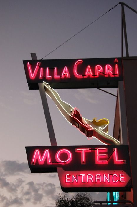 #signage #neon Villa Capri Motel, diving girl