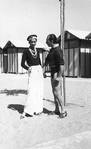 Anni '20. Coco a Biarrits con amici