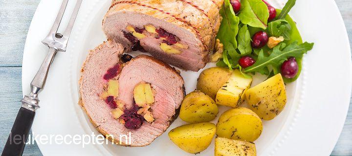 Kerstrecept: varkensrollade gevuld met gedroogde cranberries, appel en walnoten