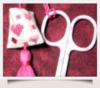 How To Make A Humbug Scissor Fob with downloadable chart.