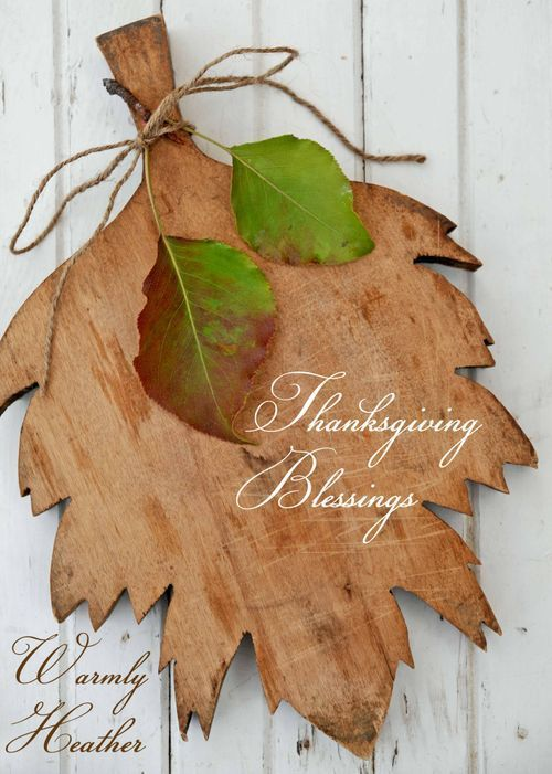 leaf shaped cutting board - could make one of these with my scroll saw