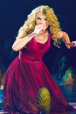 """Taylor Swift singing """"Haunted"""" at the Speak Now Tour"""