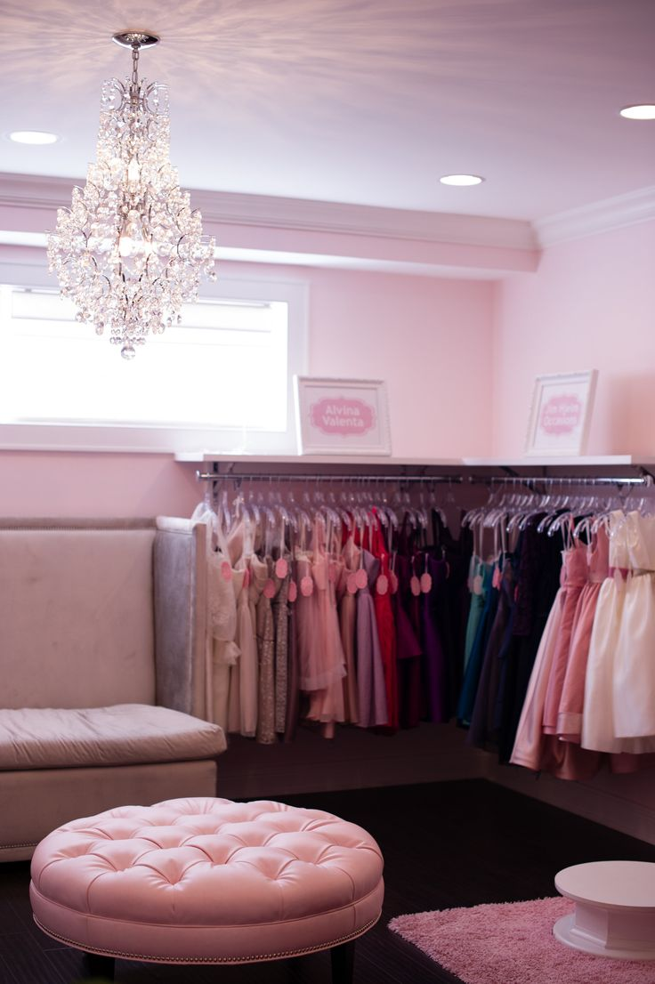Space Set For Parties And Room Multiple Girls Their Mothers To Try On