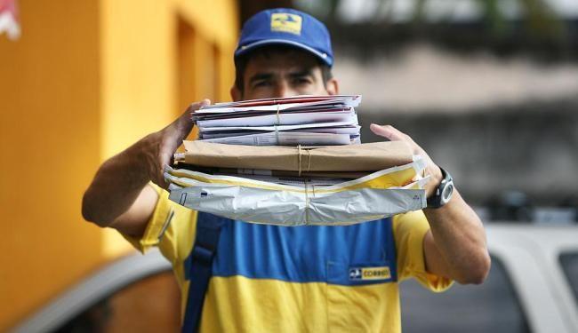 Correios vão reabrir plano de demissão voluntária neste mês -   O presidente dos Correios, Guilherme Campos, disse que a empresa vai reabrir o Plano de Demissão Voluntária (PDV) para seus funcionários. O programa, aberto entre janeiro e fevereiro, não atingiu a meta, que era de 8 mil empregados, com previsão de economia entre R$ 700 milhões e R$ 1 - https://acontecebotucatu.com.br/nacionais/correios-vao-reabrir-plano-de-demissao-voluntaria-neste-mes/