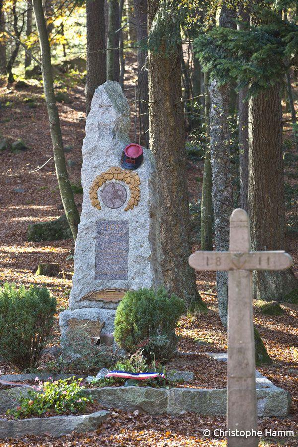 Labaroche (68) – Lieu-dit La Croix de Wihr : Monument des Diables Rouges. Monument dédié aux 21 soldats morts au cours de l'offensive française dite de la Croix de Wihr.  Le 19 août 1914, le 3e Bataillon du 152e Régiment d'Infanterie lança victorieusement une offensive contre un régiment de Landwehr de Bavière.  Le 152e RI est actuellement basé à Colmar. © Christophe Hamm