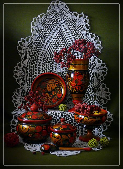 A still life. Russian wooden dishes decorated with folk Khokhloma painting. #art #folk #painting #Russian
