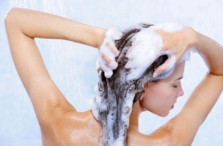 Como Cuidar El Cabello Ondulado. CUIDADOS PARA EL CABELLO ONDULADO   Como todo en la vida, siempre anhelamos lo que no tenemos, por ejemplo las mujeres con el cabello liso, quieren tener el cabello ondulado y las mujeres con el cabello ondulado, buscan la forma de tener el cabello liso, pero en este proceso el cabello siempre sufre maltratos haciendo que se reseque y pierda el brillo natural. El cabello rizado es mucho más....  Como Cuidar El Cabello Ondulado. Para ver el artículo completo…