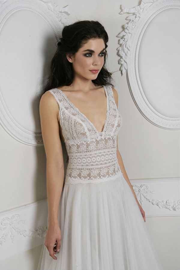 White Princess line dress with a skirt made from soft tulle and a Guipure lace on the bustier