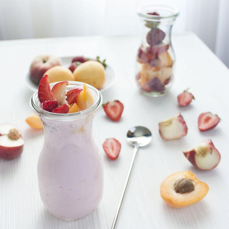 Йогурт и свежие фрукты