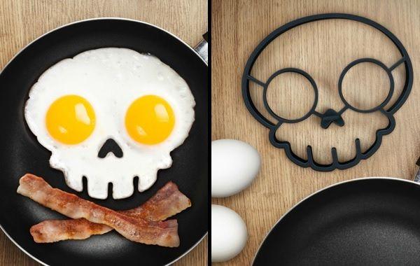 Skull-shaped egg mold