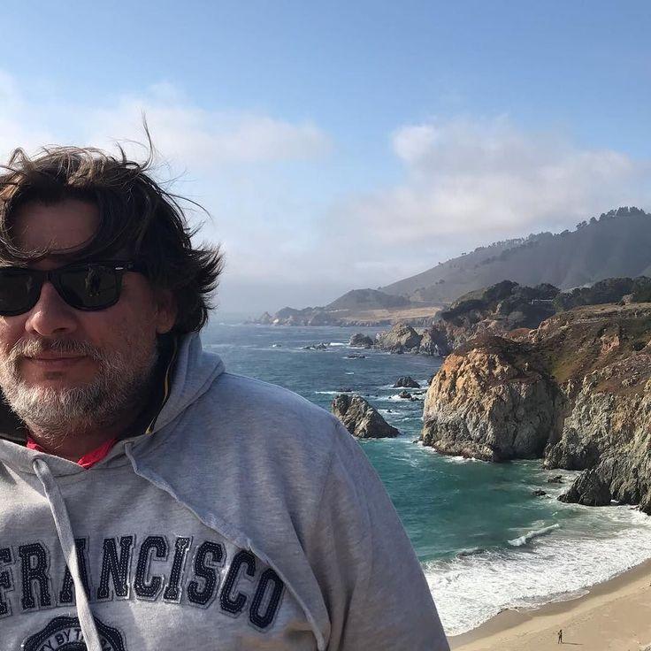 """Bajando por la 1 desde #SanFrancisco a #LosAngles por la zona de la #BigSur es una región muy poco poblada de #California donde las montañas de #SantaLucia emergen abruptamente del océano  #Pacífico. El nombre """"Big Sur"""" deriva de la denominación original española """"el sur grande"""" o """"el país grande del sur"""" que hace referencia a su localización al sur de la península de #Monterey. La zona ofrece vistas imponentes lo que hace que Big Sur sea un destino turístico popular"""