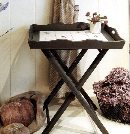 Decoupage: un tavolino con piastrelle decorate