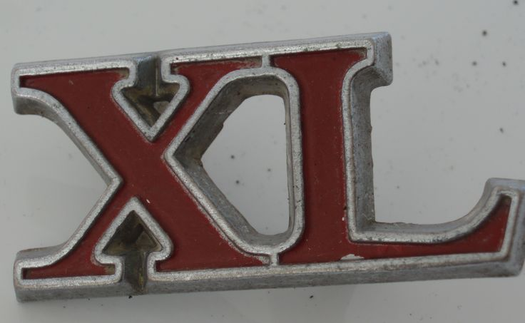XL car badge