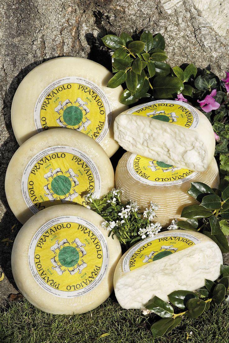 Il #Prataiolo è un #pecorino fresco, morbido, a pasta bianca, di solo latte ovino, caglio e sale,  tutto fatto di latte saporito italiano, di pecore che hanno gustato l'erba fresca.