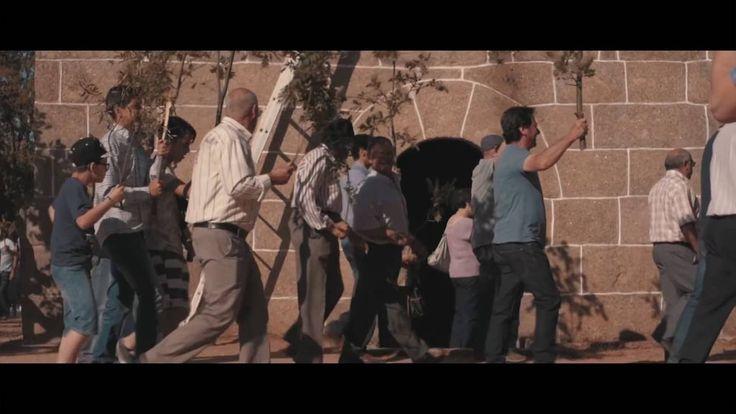 Siga a Malta - Galandum Galundaina SIGA A MALTA  Siga a malta, siga a malta Siga a malta pra diante Siga a malta pra diante Esta malta está parada  Só por num haber quem cante  Só por num haber quem mande  Siga a malta siga a malta Siga a malta i trema a terra Siga a malta i trema a terra  Eenga d'alhá quien benir Esta malta nun arreda Esta malta nun arreda  no tiempo de primabera todo l mundo reberdece bien lhargol'eimbierno seia d'amberdecer nun se squece i naide outra cousa spera por esso…