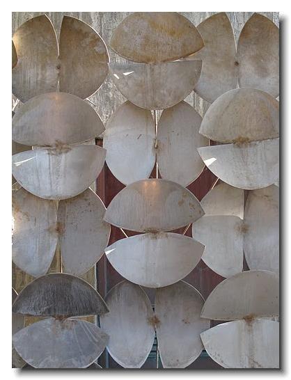 focus-damnit:  ELROD HOUSE   Harry Bertoia Sculpture
