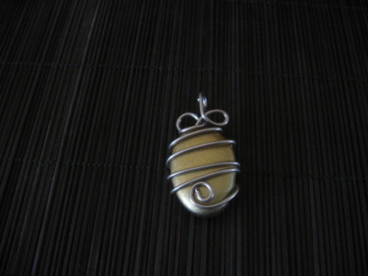 pendentif galet et fil aluminium marron