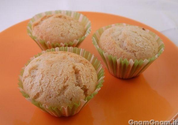 Muffin vegan -   I muffin vegan sono muffin senza uova, latte e derivati. A parte che per le persone che seguono una dieta vegana, i muffin vegano sono ottimi per chi non può mangiare uova o è intollerante al lattosio. Inoltre sono molto più dietetici rispetti ai muffin classici e possono tornarvi utili quando avete volgia [...]