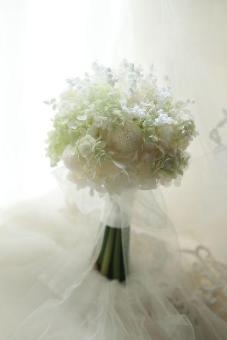 花は、生き物なので、旬と、旬以外の時期があります。それでも今はバラやユリや蘭のような主流の花は通年入手できるようになりましたがたとえばチューリップ、たとえ...
