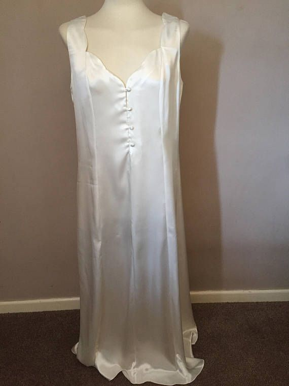 Vintage Ssshhh Intimates Ladies Satin Nightdress - Ivory - UK 14 / EUR 42 Used but in lovely condition