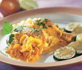 Denna underbara persiska gryta med kyckling får sin fantastiska smak av spiskummin, saffran och lime. Puttra ihop ingredienserna och servera din vackert gula gryta med bulgur eller couscous samt några stekta squashskivor.