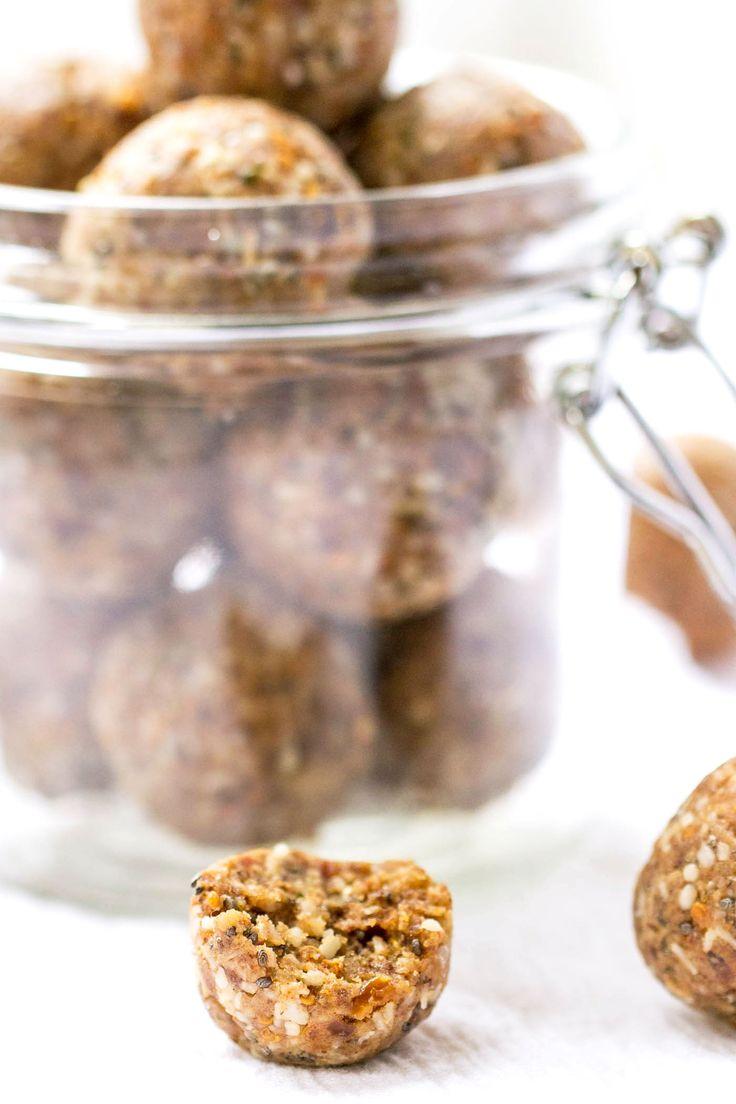 VEGAN! キノアエネルギーバイツ - おいしいココナッツ・チャイ風味で高タンパク。 グレートスナックまたはポストワークアウト!COCONUT CHAIキノアENERGY BITES  - 高タンパク、おいしい、健康でビーガン!1.5カップmedjool日(約12から15) ½カップ無糖細切りココナッツ 大さじ2アーモンドバター(または好みのナッツバター) 大さじ3は、風味のプロテインパウダーをチャイ 大さじ2 大麻の種子 小さじ1シナモン ½小さじナツメグ ¼カップのキノアクリスピー 水に必要な場合