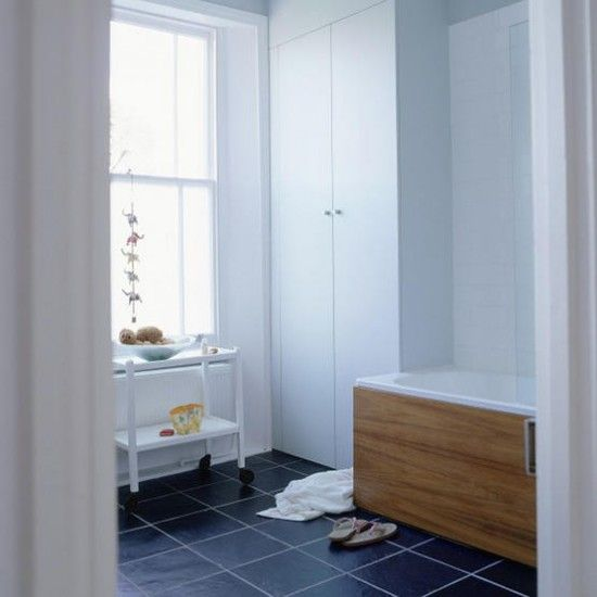 Modern family bathroom - http://pinhome.net/bathroom-design/modern-family-bathroom/