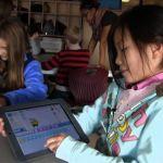 Scratch est un langage de programmation, destiné aux enfants de 8 à 16 ans, lancé depuis 2006 par le Massachusetts Institute of Technology. Aujourd'hui, son inventeur Mitch Resnick a lancé une campagne de financement participatif pour la version ScratchJr qui s'adresse, pour sa part, aux enfants plus jeunes âgés entre 5 et 7 ans.