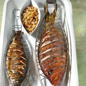 Il pesce dell'estate 2013? Il dentice! Il dentice è uno dei pesci consigliati per la stagione estiva: con bassi contenuti di grassi, preparato alla griglia è un piatto saporito, leggero e fresco che si prepara molto velocemente.  Qual'è il tuo pesce dell'estate?  Seguici su: www.frescopesce.it Foto: [@Peggy Webster.de]