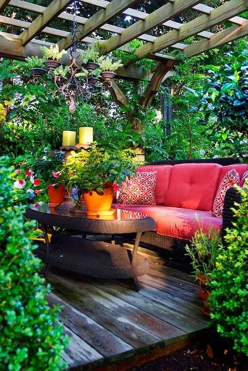 Via LINDSEY CAINE @lindseycaine  Pic: Secluded lush patio under pergola with red seating