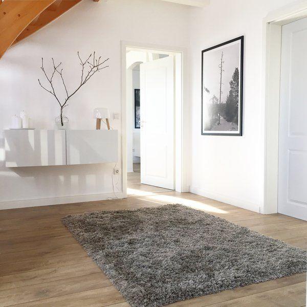 Skandinavisch, modernund aufgeräumt: Wir sind heute zu Besuch bei Jana aka winterliebe7 in der Nähe von Paderborn. Dass in diesem Zuhause ein junges Pärchen wohnt, denkt man auf den ersten Blick nicht.