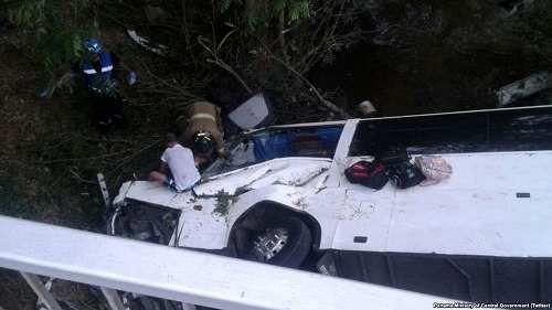 Attualià: #Panama #pullman va fuori strada e finisce nel fiume è strage: 17 morti decine di feriti (link: http://ift.tt/2ms6Ilh )