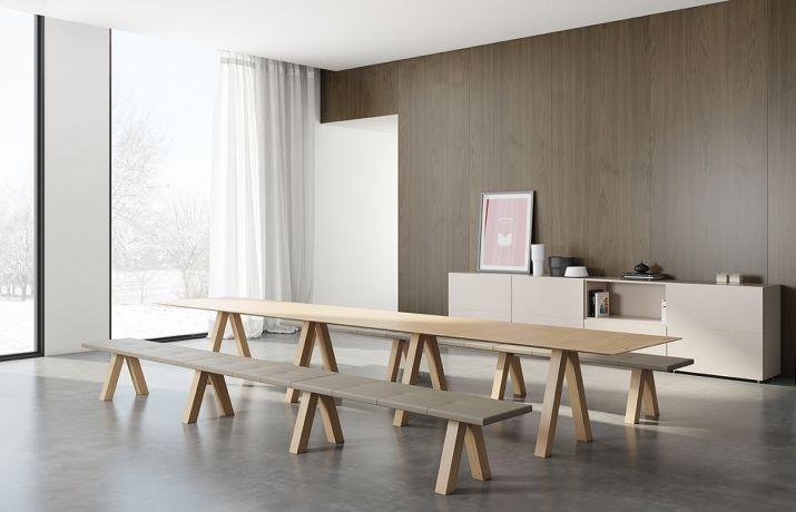 """Source: Viccarbe イギリスを拠点とする建築家ジョン・ポーソンのデザインによる、テーブルとベンチ""""Trestle&"""