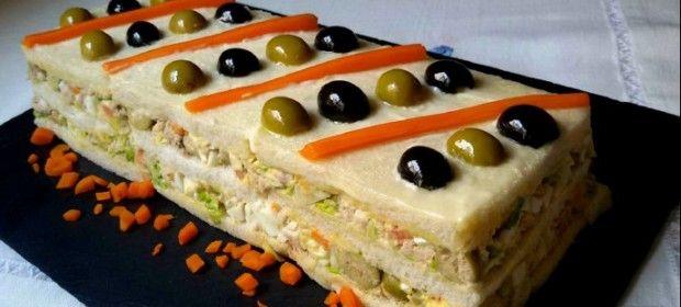 Pastel de ensaladilla de atún con pan de molde