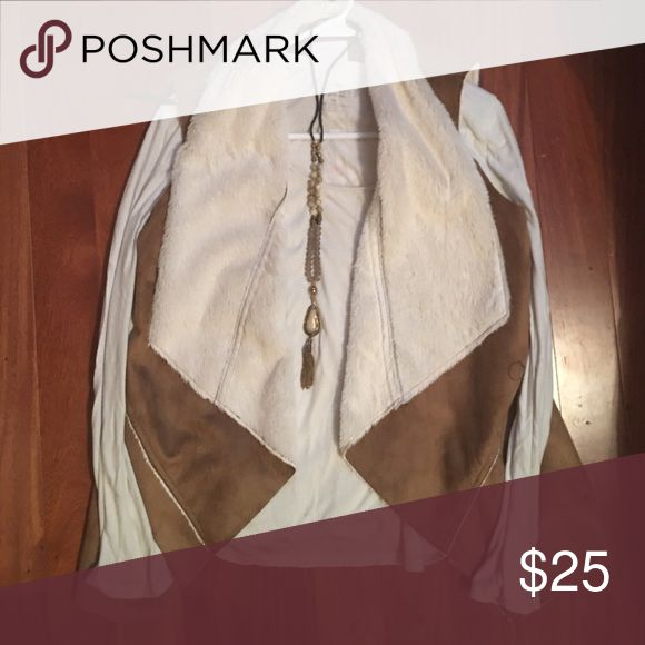 New 20% price reduction!! Shearling Vest PRICE REDUCTION🆕 Full Tilt shearling vest! 100% polyester Buckle Jackets & Coats Vests
