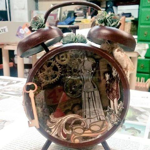 Lo que viene tiene buena pinta ❤  #AlteredClock #Handcraft #Handmade #Manualidades #Artesanía #TimHoltz #Crafty #Clock #Handcrafted #Steampunk #Retrofuturism #Retrofuturismo #gears #comingsoon #soon #pronto