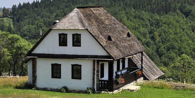 Casa Bunicii, o casă tradițională din 1910 transformată în pensiune | ȚĂRĂNCUȚA URBANĂ