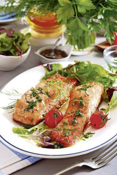 Obľúbená ryba na tanieri: Pečený losos s bylinkami
