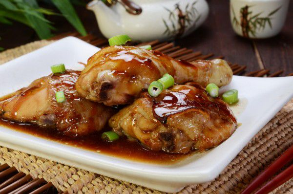 With a flavorful glaze this Clean Eating Hoisin Chicken is so good! #hoisinchicken #healthychickenrecipes