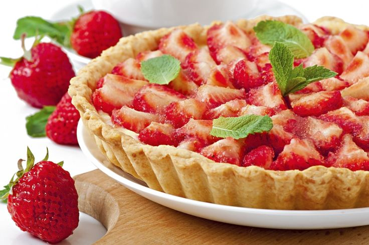 Ricotta and fresh strawberry almond pastry pi- Torta tal-irkotta u ...