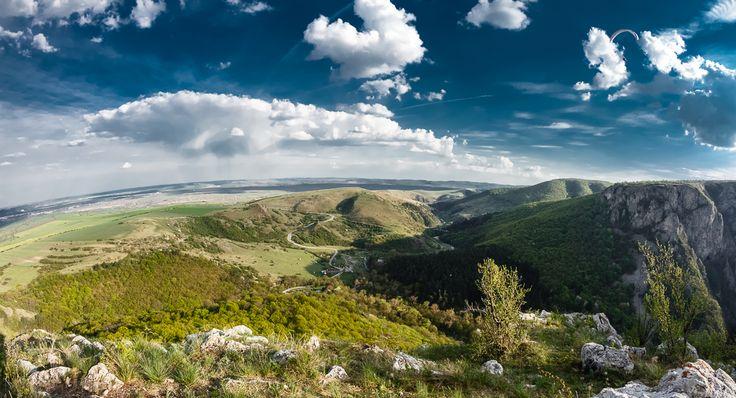 Cheile Turzii alcatuiesc o rezervatie naturala de tip mixt, ce se afla la 6 km distanta de municipiul Turda, de-a lungul vaii Hasdate.