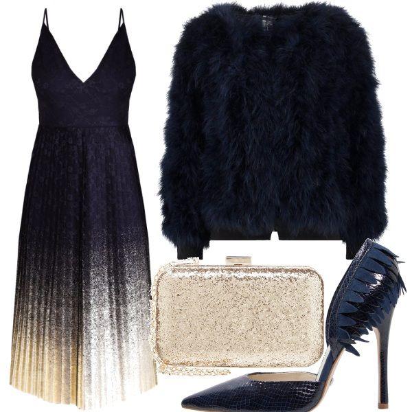 Lo strepitoso vestito blu e dorato, perfetto per una serata importante, è portato con le scarpe con tacco a stiletto, il pellicciotto e la piccola clutch dorata.
