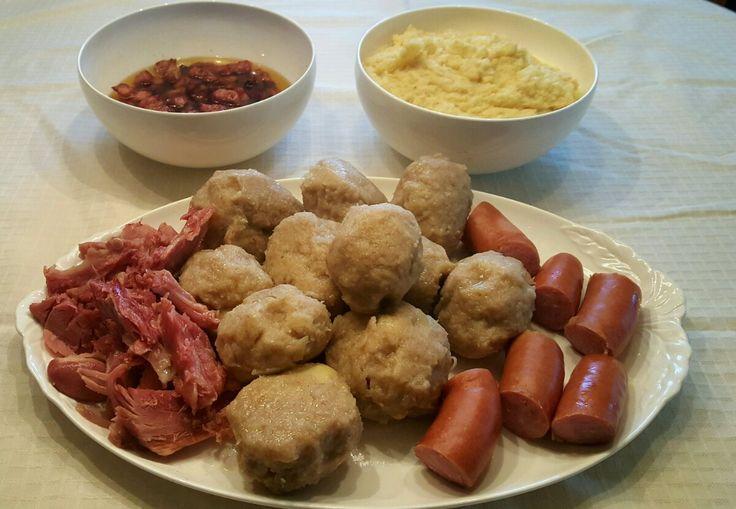 Potetball er kjent og kjær tradisjonsmat for mange deler av landet. Den blir laget litt fors...