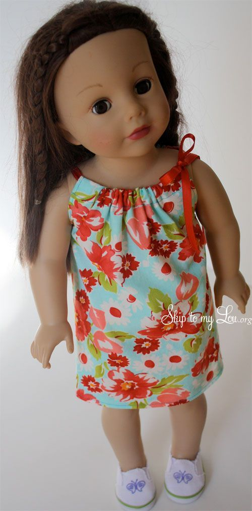 "Easy Doll Dress To Sew - perfect for an 18"" American Girl style doll This is a super simple dress that can be made in less than an hour , really even less than that. It would make a great beginner sewing project! This dress is perfect for an 18″ American Girl style doll."