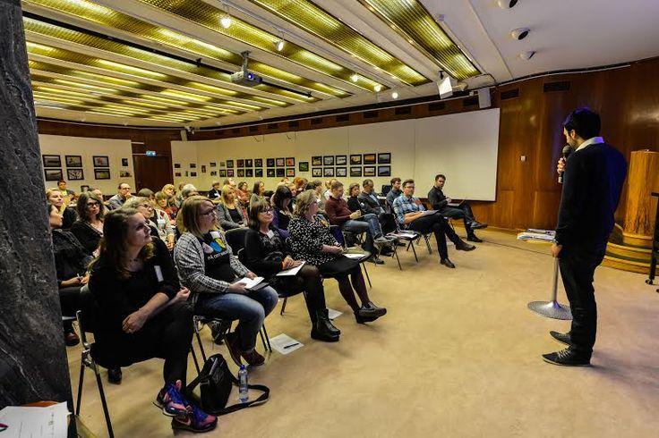 Prisutdelning Axiells Nytänkarpris 2014 på Formatdagen, Västerås stadsbibliotek 18 november 2014. Pristagare Hassan Alavi, Kista bibliotek. Foto: Ingemar Johansson Bålsta